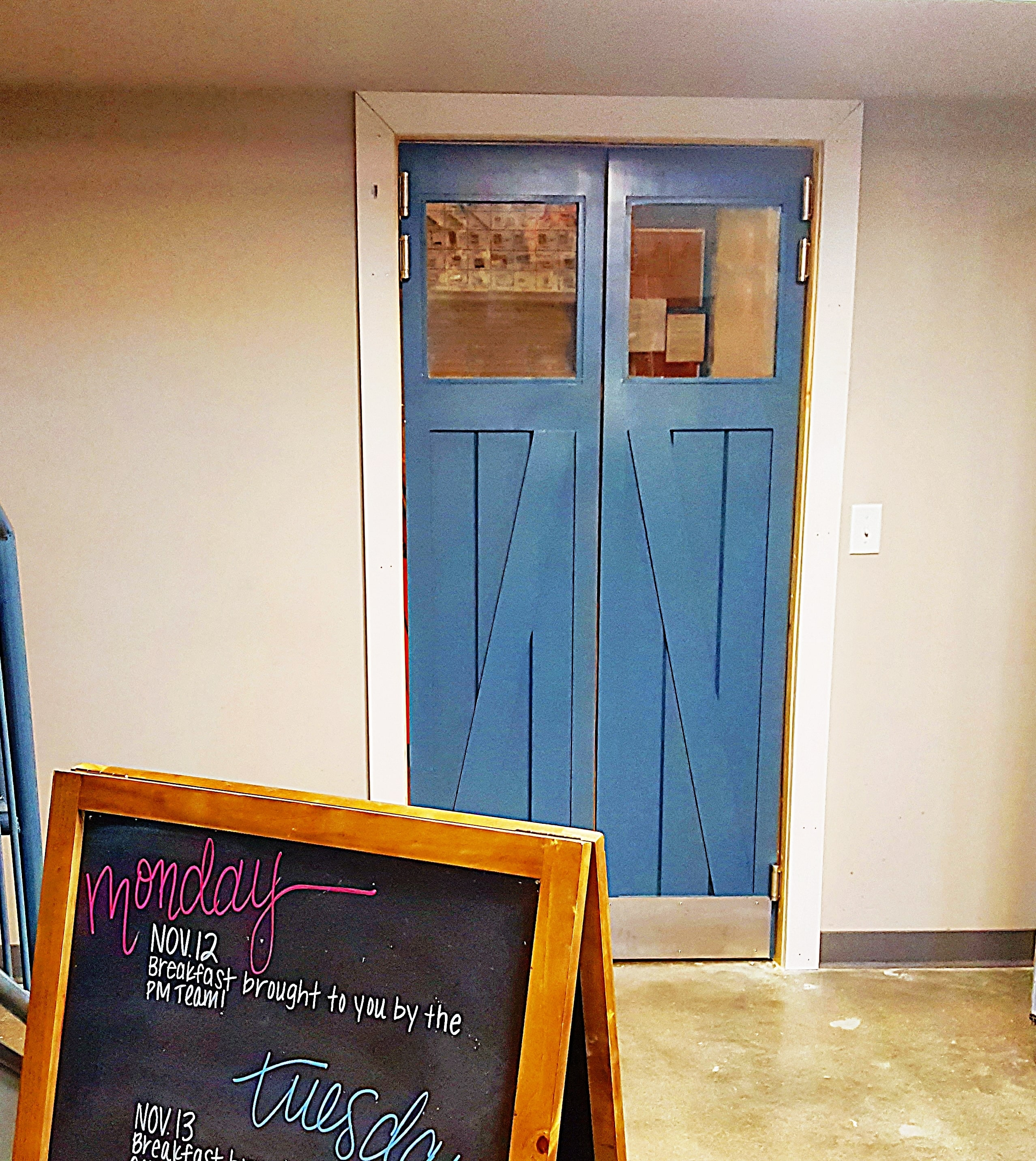 12 Ways To Design With Barn Style Doors Barn Doors Swinging Cafe Doors